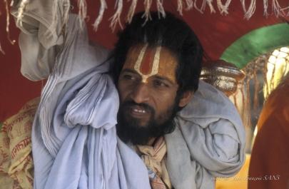 vishnouite sadhu procession
